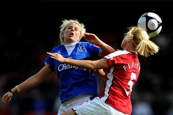 Study: Women Football Players More Vulnerable to Injury from Heading